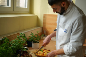 Gesunde Pizza portionieren