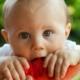 Baby mit Wassermelone